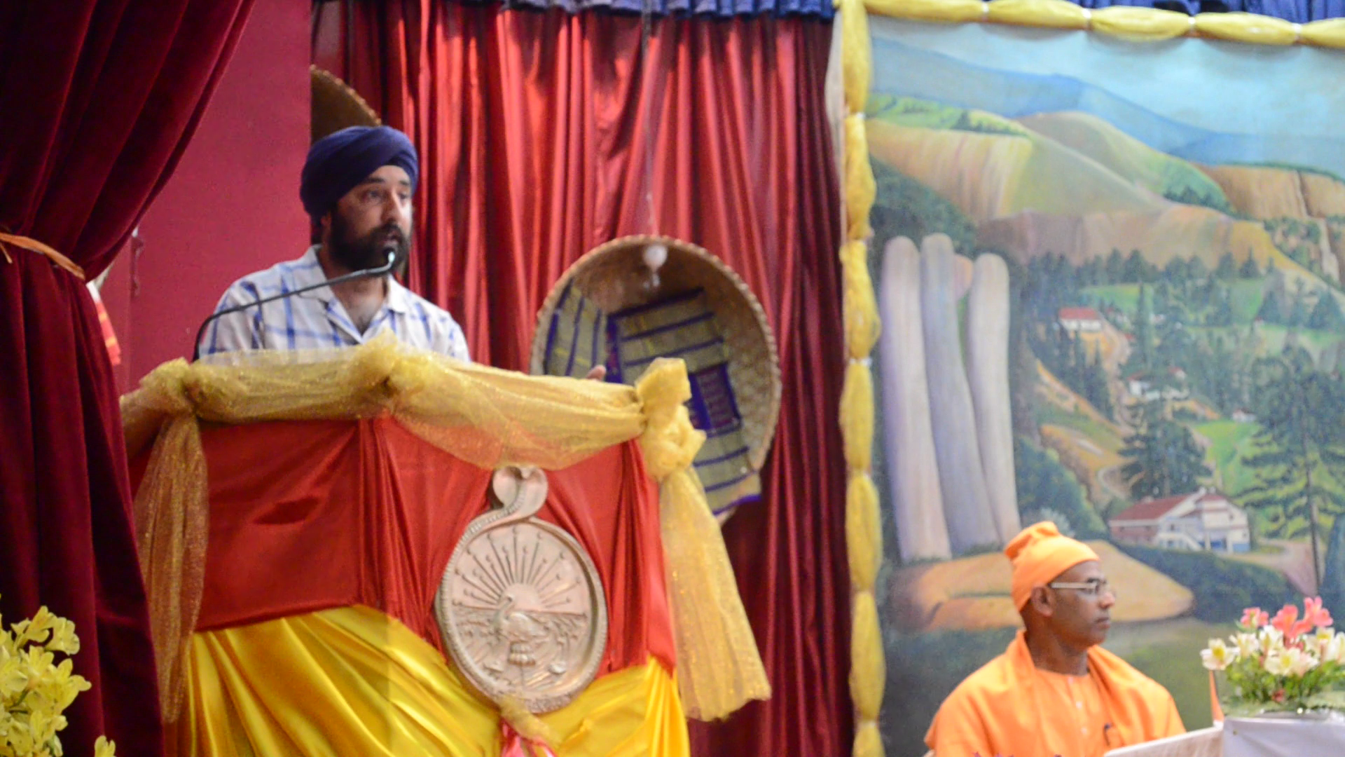 Janak Preet Singh presenting during te event on Unity in Diversity through food, dress and culture at Rama Krishna Mission, Vivekananda Cultural Centre, on the occasion of Swami Vivekananda's 150th Birth Anniversary which was celebrated on the 28th of April